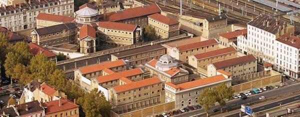 Fig. 6. Les anciennes prisons de Lyon : en bas sur la photo, Saint-Joseph et, en haut, Saint-Paul (© Pierre Augros - Maxppp).